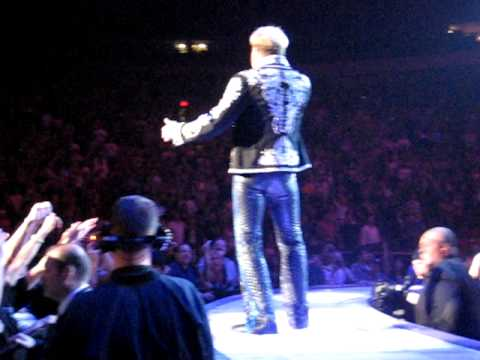 Van Halen's David Lee Roth Up Close Madison Square Garden 2008