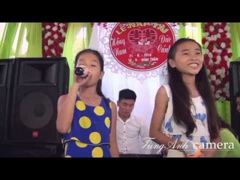 Hai bé gái hát song ca trong đám cưới hay và dí dỏm.