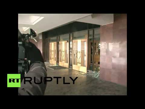 Ukraine: Stun grenade explodes at Crimean Parliament