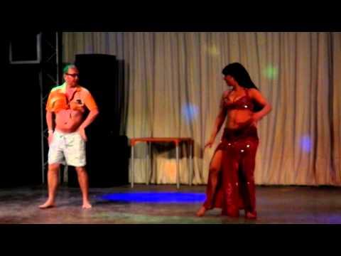 Русский мужик танцует танец живота - ПРИКОЛ : египет 2012