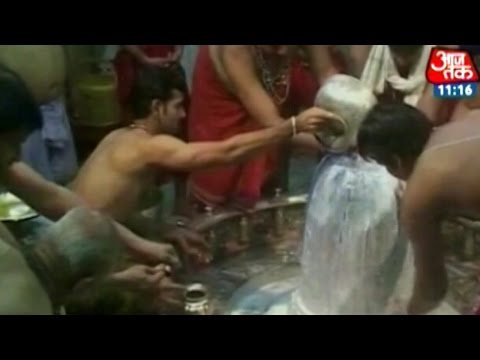 Devotees throng Shiv temples on last Monday of Saawan month