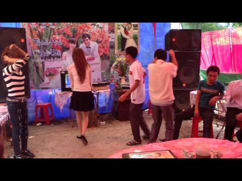 Girl 9x Bắc  Giang Nhảy bốc lửa trong đám cưới