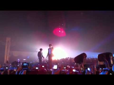 Taecyeon &amp; Nichkhun - My Valentine (fancam) 2PM Hands Up