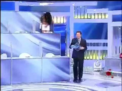 Helen Ganzarolli fica só de calcinha no Programa Silvio Santos 12/05/13