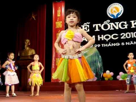 Lan Anh trong điệu múa Biểu diễn thời trang 29/5/2011-MOV08751.MPG
