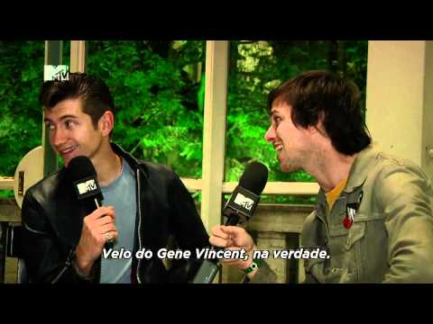 Chuck entrevista com o Arctic Monkeys MTV
