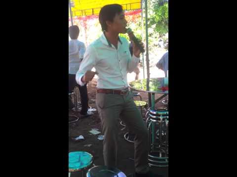 Hồ Quang Hiếu hát đám cưới