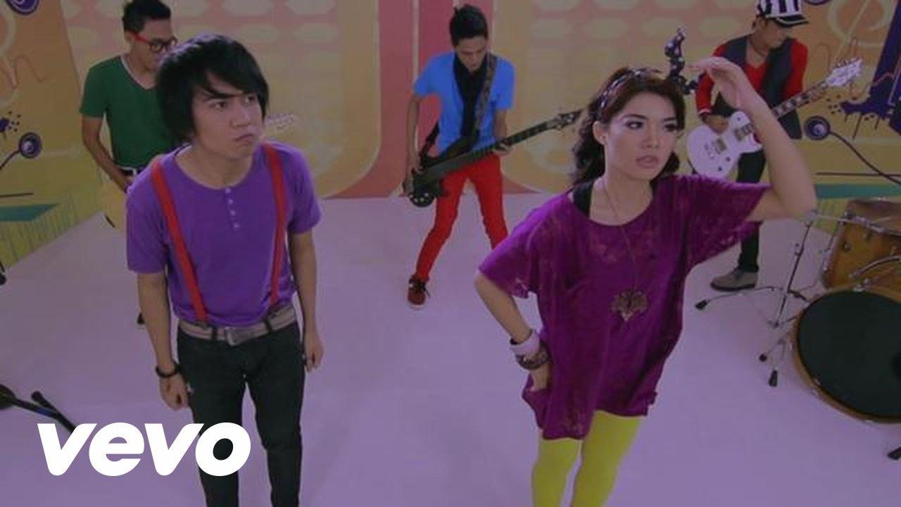 Video Klip Sonya Pandarmawan sebelum masuk JKT48, Sumpah Lucu dan cantik banget. Jangan Lupa WoW nya gan :)