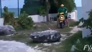 Gordo se cae de la moto