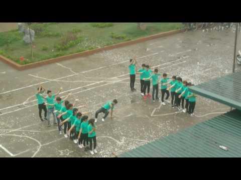 12D2 Trường THPT Tiên Lữ khóa 2014-2017 Nhảy dân vũ waka waka