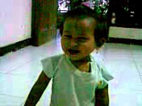 aksi lucu bayi 1 tahun.3GP