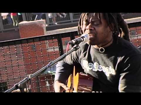 "Tracy Chapman ""Talkin' Bout A Revolution"" by PLAYING FOR CHANGE - acoustic MoBoogie Rooftop Session"