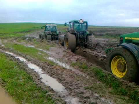tractores hundidos por el barro!!