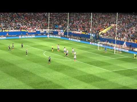 2013   2014 Champions League Atlético de Madrid vs Chelsea   Falta de David Luiz