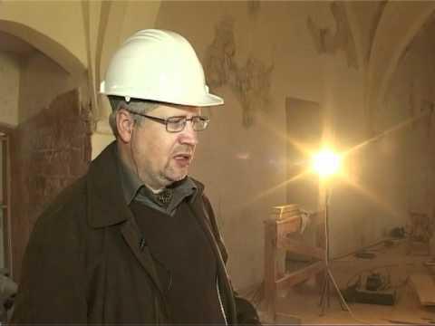 Смотреть видео Проходит реставрация замка Ливонского ордена