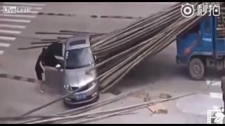 شاهد ما حصل لهذا السائق.. لن تصدق !! | زووم