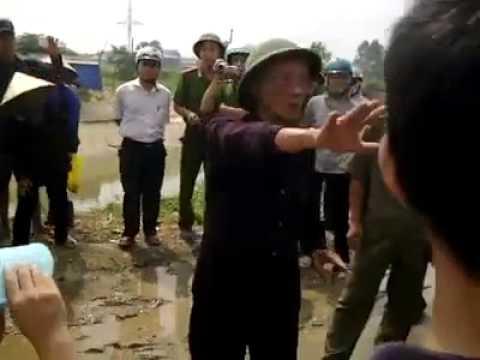 Dân Oan VN   bà con chống CA cưỡng chế đất tại Xã Từ Sơn, Bắc Ninh 20 6 2013   YouTube 2