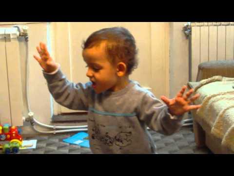 2-годишниот Ѕвездан Михајловски ќе ви ја отпее Жал за Деспина
