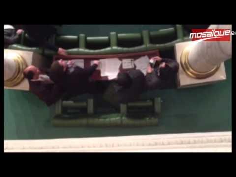 image vidéo  أيمن الزواغي يصاب بحالة هستيرية وسط الجلسة العامة