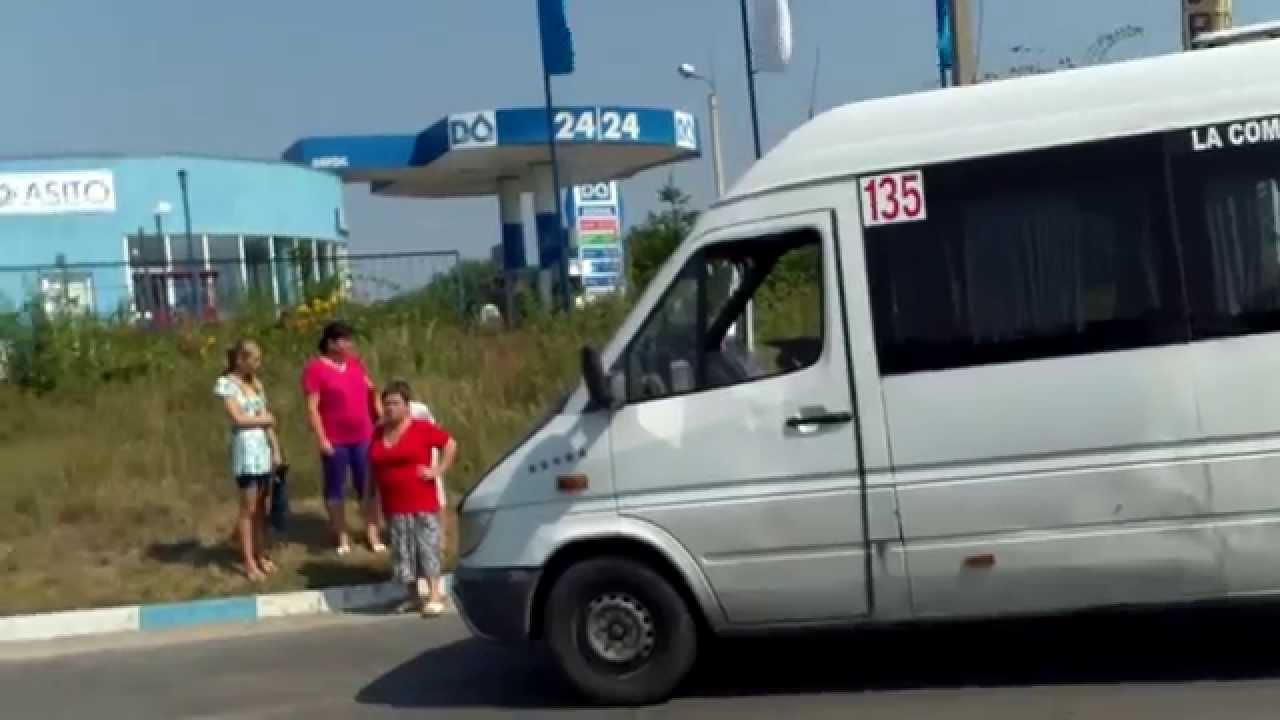 Accident lîngă Vatra cu microbuzul 135 spre Trușeni