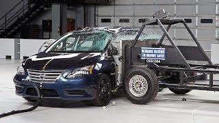 2013 Nissan Sentra yandan çarpma kaza testi - IIHS