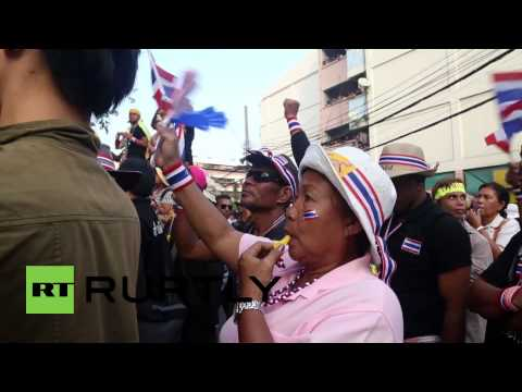 Thailand: Protesters block election sign-up in Bangkok police station