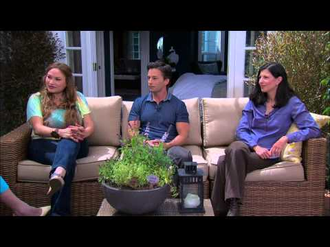 Home&Family-Garden Round Table
