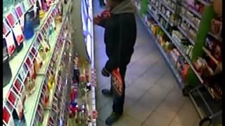 Parfümöt rabolt a boltból