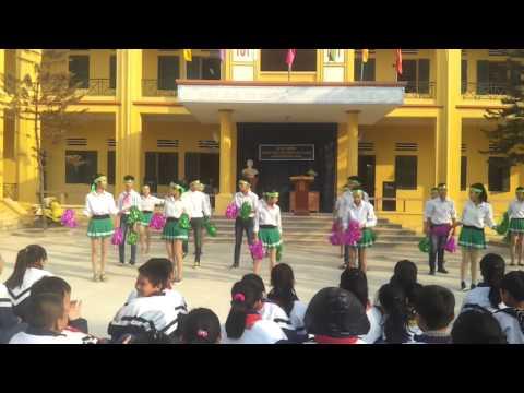 Giải nhất Nhảy Bay Qua Biển Đông - Lớp 9b  THCS Nhị Khê 2000
