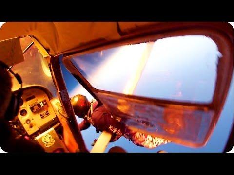 image vidéo Collision en plein vol de deux avions de parachutistes