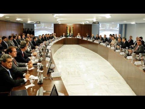 Dilma propõe plebiscito para reforma política e anuncia pactos para o país