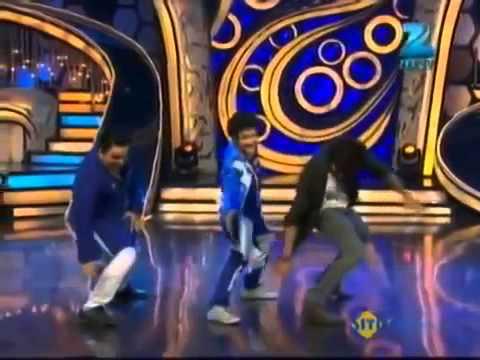 Shahid Kapoor & Faisal Khan dance on Dhan Tanan