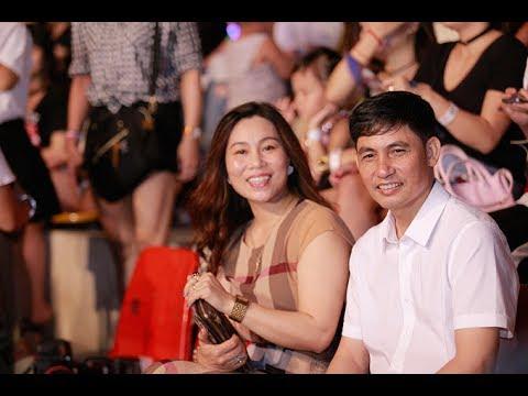 Hình ảnh Bố Mẹ Sơn Tùng M-TP Trong Lễ Fan meeting sinh nhật thứ 23