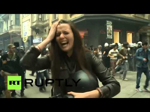 Video: RT reporter caught in teargas attack in Istanbul