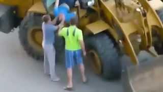 Borracho conduce excavadora