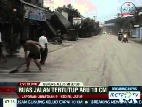Indonesia Volcano Erupts, Thousands Flee
