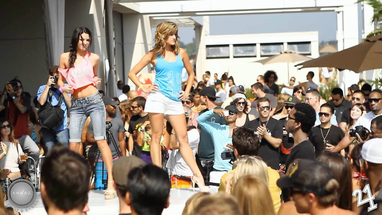 Fortune 39 s elevation pool party fashion show at ivy for Pool fashion show