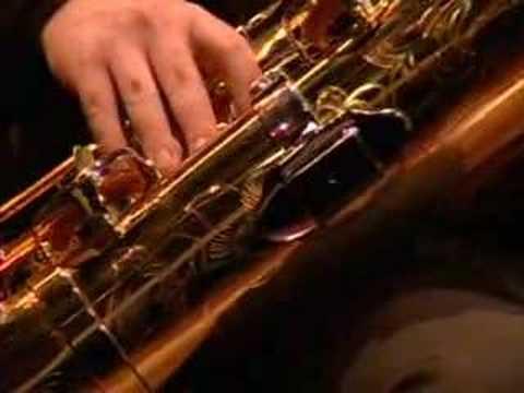 Andreas van Zoelen plays van Dijk Bass Saxophone Concerto