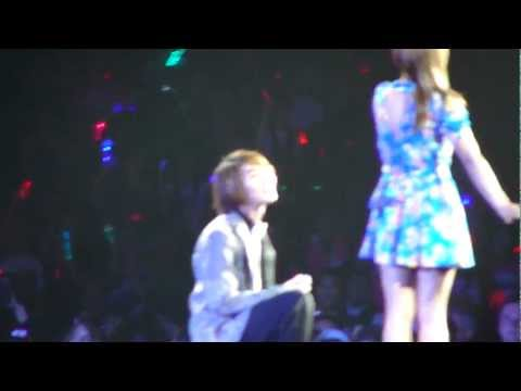 [HD][FANCAM] 120520 ONEW & LUNA - Can I Have This Dance? @ SM TOWN 2012 LA (Anaheim)
