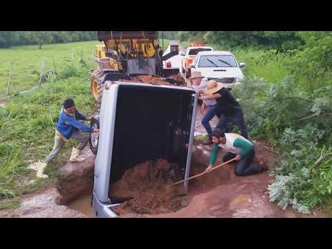 Prefeitura continua recuperando estradas atingida pelas chuvas