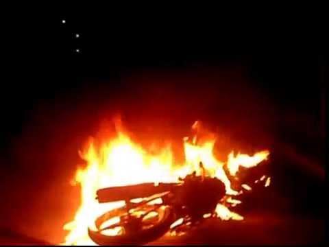 Video đốt xe trộm chó chấn động vùng quê
