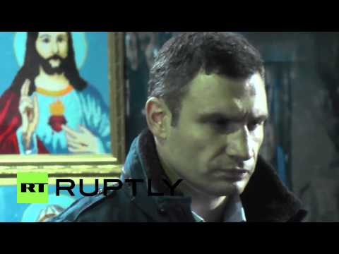 Ukraine: Klitschko attends Maidan memorial after signing deal
