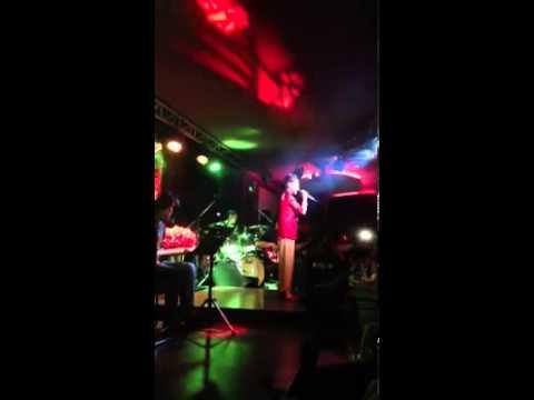 Áo Mới Cà Mau - Phương Mỹ Chi hát tại Phòng Trà We 8.9.2013