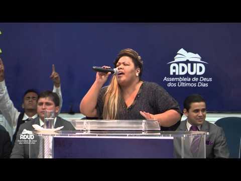 Dayse (Fat Family) adorando ao Senhor no Templo da ADUD.
