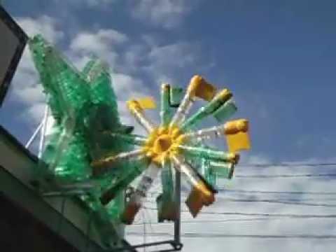Catavento movido a vento com mais de 50 garrafas pet
