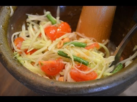 How to Make Thai Papaya Salad - Som Tum ส้มตำ