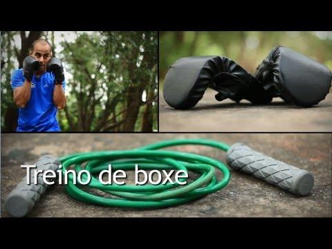 Treino de boxe: aprenda os principais golpes e perca peso