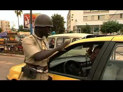 Seneweb News   Video-délire   Per Bu Khar se fait corrompre sur la circulation et va à...Ardo.flv