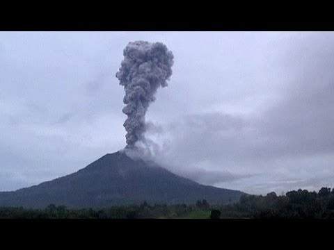 Thousands flee homes in Indonesia as Mount Sinabung volcano erupts