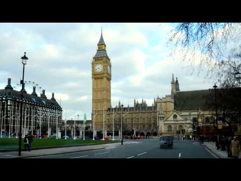 Time-lapse pan of Big Ben and street in London.
